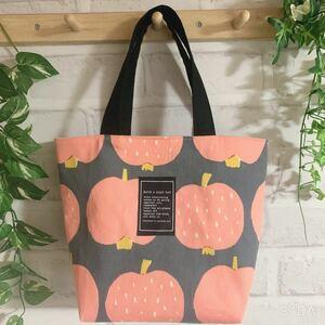 ハンドメイド ミニトートバッグ りんご柄 フルーツ柄 北欧風 グレー&ピンク色 お散歩バッグ
