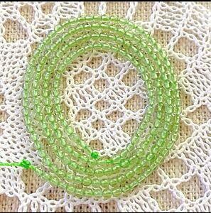 編み込みや、ステッチをする方にオススメ♪AAA極小約2ミリ、綺麗なペリドット1連