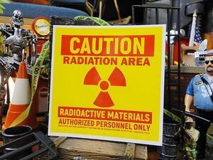 【190445】軍の秘密基地にありそうな警告サイン!コーション・ラディエーションエリアのステッカー バッドアス・ステッカー#11/シール/英語
