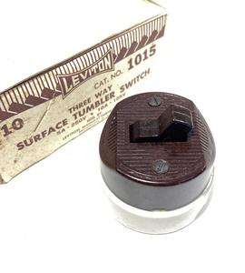 【デッドストック!】1930'sアンティークスイッチ/壁付け/ビンテージ/デスクライト/店舗什器/ペンダントライト/照明/真鍮/コンセント /古材