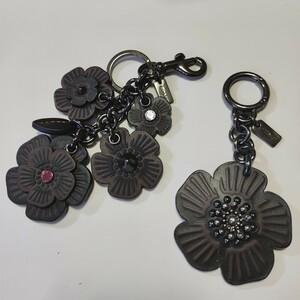 2個セット COACH バッグチャーム ティーローズ ウィローフローラル お花 フラワー キーホルダー キーリング ブラック 黒