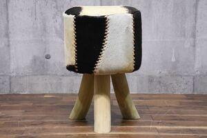 A9ZA 展示品 CORIGGE MARKET カリッジマーケット ボンゴ ファー スツール 水牛革 腰掛け イス 検) 無垢材 ハラコ 革張り 家具 椅子 チェア