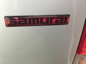 ◆高品質◆サムライSAMURAI3Dステッカー/黒×赤/スズキ Jimnyに/ 新型ジムニーJB64W.JB74W/SJ30 JA71 JA11旧車フロント リア /定形発送OK