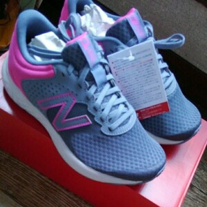 23.5cm ニューバランス  2021年秋新作 new balance レディース ランニングシューズ 靴 WE420LG2