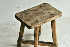 【骨董品】椅子 ナチュラルウッド アンティーク 置き台 花台 昭和レトロ 無垢材 飾り台 ディスプレイ