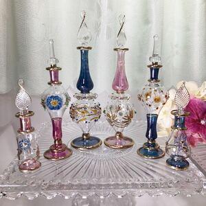 エジプト香水瓶 レリーフ細工6本セット ピンク パープル ブルー 工芸ガラス 手吹き 切子 金細工 金彩  フラワー パフューム