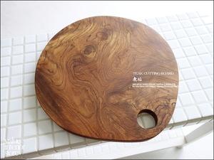 チークカッティングボード丸 まな板 キッチン用品 一枚板 調理用 天然木 銘木 ナチュラル 木製 シンプル 無垢材 天然オイル仕上げ Φ約30cm