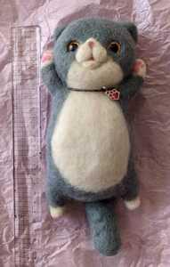 羊毛フェルト 猫 人形 ハンドメイド ぬいぐるみ    送料無料 ネコ