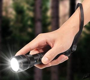 【完全防水ハンディライト】 LED 懐中電灯 2段階点灯 SOS点滅モード 最大1500ルーメン 500m照射 USB充電式 ズーム機能