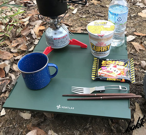 【すぐに組み立てられる】 ローテーブル 軽量 コンパクト収納袋付き ソロキャンプ ツーリング 耐熱 キャンプ アウトドア グリーン