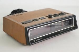 TB526サンヨーSANYO ラジオ付きデジタル時計 RMー5500 ジャンク◇レトロ/時計/昭和/家電/DIY/要修理/古道具タグボート