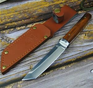 シースナイフ 和風短刀ブレード フルタング構造 木目ハンドル 鏡面仕上げ ウッドグリップ 高耐久 キャンプ 釣り シース付属