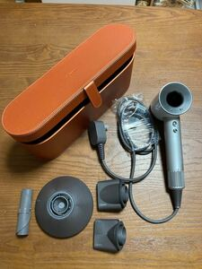 dyson ダイソンヘアドライヤー HD01 ホワイト 専用ケース付き