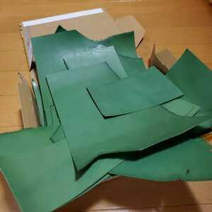 ヌメ革 革 グリーン ハギレ レザークラフト ハンドメイド材料 小物