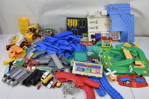 (04y1959)【まとめ売り】プラレール 他 子供向け 乗り物 おもちゃ セット [電車/ミニカー/線路 他] ※約7㎏【ジャンク品】