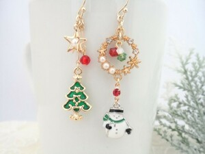 スノーマンとクリスマスツリーのピアス/イヤリングに変更可*パールとクリアガラスのリース 雪だるま