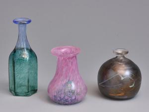 スウェーデン KOSTA BODA コスタ ボダ 北欧 Bertil Vallien 色ガラス 小花瓶 3個 花入 花器 花生 ハンドメイド 硝子 ガラス工芸 美品