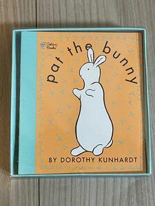 新品英語絵本 しかけ絵本 pat the bunny