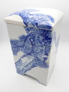 (詳細不明)貫々堂製 瓢山 陶器 四段重 染付 鶴と松の絵柄 管理No.331