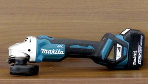 動作品 makita/マキタ 100mm 充電式 ディスクグラインダ GA412D 18V 6.0Ah バッテリー付き BL1860B