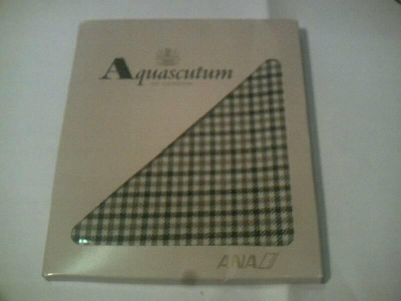【ANA 全日空】 Aquascutum OF LONDON  アクアスキュータム(マフラーと思われる品、未開封のため詳細不明) パッケージ外箱キズあり