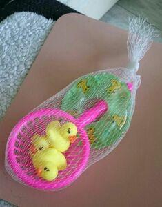 子供フローティングお風呂の玩具 ミニ 水泳 リングゴム 黄色アヒル 漁網 幼児のおもちゃ