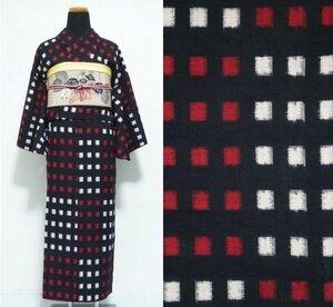 【KIRUKIRU】美品 リサイクル 綿着物 レトロ 黒×白×赤 チェック 市松模様 幾何学模様 お洒落 和装 着付け 古布 検:久留米絣