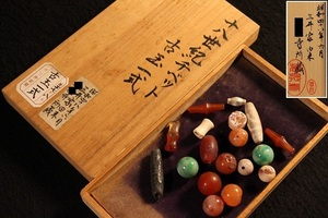 特別依頼出品 三井家由来某寺院所蔵 十八世紀チベット古玉一式 (検)根付 擺件 古玉 虎牙 提物 チベット 骨董 古玩
