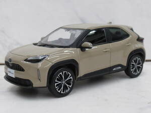 not for sale! Toyota YARiS CROSS( Yaris Cross ) shop front exhibition for 1/30 scale color sample minicar exhibition goods 4V6 beige die-cast made direct receipt . possible!