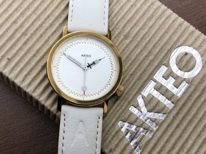 美品 ★AKTEO アクテオ★ 腕時計 クォーツ 3針 体温計・注射器モチーフ ホワイト×ゴールド ◇5057