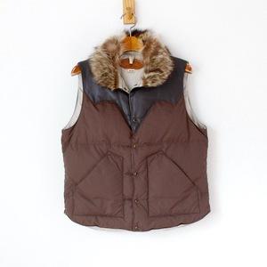 ロッキーマウンテン フェザーベッド × ビームスボーイ ダウンベスト 羊革ヨーク ファーの襟 茶色 one (w-1459)