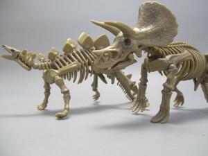 ポーズスケルトン恐竜シリーズ トリケラトプス & ステゴサウルス 2体セット