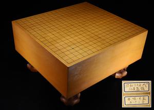 【治】本榧材 五寸三分 板目木裏脚付碁盤☆重さ15.5kg 盤覆付 本榧 榧 天然木 囲碁 碁石 囲碁盤 NY77