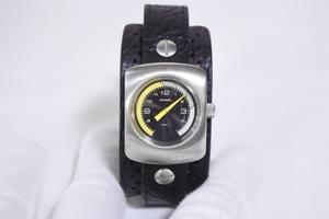 ディーゼル バングル型腕時計 ロゴ ブラック×イエロー×シルバー クオーツ スクエア型 メンズ レザーベルト 黒