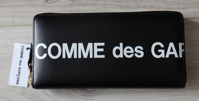 1円スタート!COMME des GARCONS コムデギャルソン 新品メンズラウンドジップ長財布 スペイン製 箱付き ユニセックス ロゴ黒