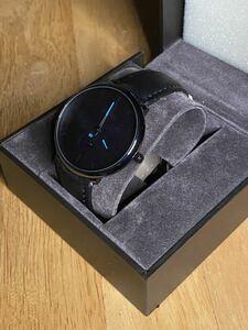 クォーツ腕時計 スマートウォッチ風デザイン ブラック