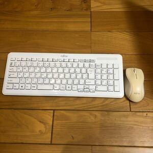 ワイヤレスキーボードFUJITSU 富士通 Keyboard SK-9063マウス付動作確認済み2012年製ホワイト白 新品電池付