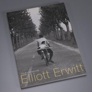 エリオット・アーウィット Eliott Erwitt 3/4 of a Second with