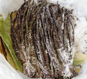 令和3年度産 信州産 春の旬に採取 天然ワラビの塩漬け1kg 950円(6)