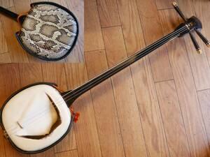 ◆沖縄三線 本蛇皮&三味線の皮に改造 現状・ジャンク品 /琉球三味線 和楽器 弦楽器 蛇革 時代物
