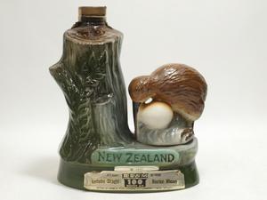 ★★BEAM ビーム 100Months Old バーボン 陶器ボトル入 キーウィ ニュージーランド 760ml※下部に欠け有★AY84812
