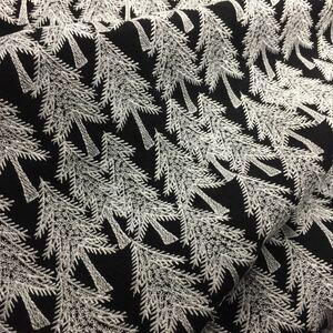 刺繍 生地 雪松の柄 ハギレ在庫のみ ブラック