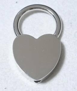 ** unused goods * Heart type key holder *