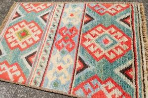 *現地買い付け・新品未使用* ヴィンテージトライバルラグ 62×40cm 手織り 絨毯 カーペット ヴィンテージ ラグ キリム ペルシャ絨毯 059