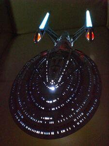 バンダイ スタートレック エンタープライズ NCC-1701-E 塗装済みプラモデル ピカード艦長 ライカー データ uss enterprise E型艦 star trek