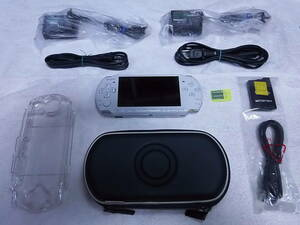 PSP-3000 ホワイト 比較的美品 アダプター2個付き USBケーブルは、新品、未使用 全10点セット