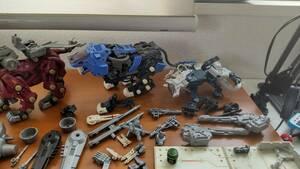 旧ゾイド サーベルタイガー、シルバーライガー、コマンドウルフ他部品多数 ジャンク扱い