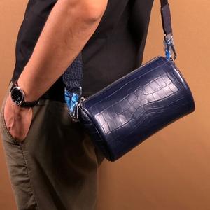 本物保証 ナイルクロコダイル 高級ワニ革 腹革センター取り メンズ革バッグ 円筒鞄 ショルダーバッグ ベルト取外し可 ネイビー