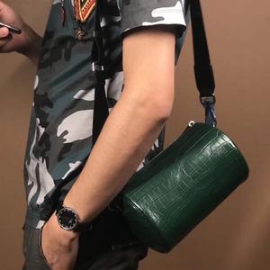本物保証 ナイルクロコダイル 高級ワニ革 腹革センター取り メンズ革バッグ 円筒鞄 ショルダーバッグ ベルト取外し可 ①番色