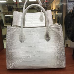 稀少色 唯一無二 本物保証 クロコダイル ワニ革~腹革センター取り 本革バッグ 女王バッグ レディース鞄 ヒマラヤホワイト
